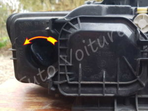 Sortir ampoule clignotant Audi A4 B6 - Tutovoiture