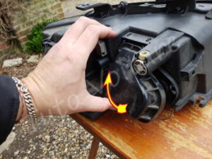 Ouvrir cache poussière Audi A4 B6 - Tutovoiture