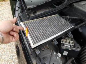 Sortir filtre habitaclePosition de feux avant BMW E60 série 5 - Tutovoiture