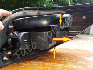 Démontage de la platine de feux arriere BMW E60 série 5 - Tutovoiture
