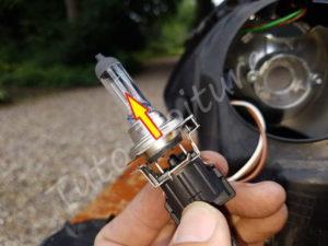 Enlever ampoule de sa douille - BMW E60 série 5 - Tutovoiture