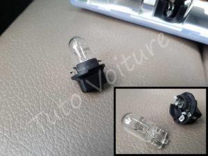 Sortir ampoule plafonnier avant - BMW E60 série 5 - Tutovoiture