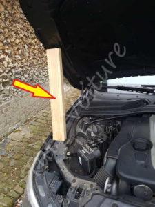 Problème vérin capot moteur - BMW E60 - Tuto voiture