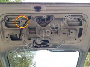 Emplacement servomoteur coffre - Renault Kangoo - Tuto voiture