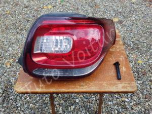 Enlever optique arrière - Citroën DS3 - Tuto voiture