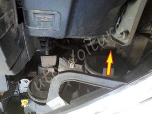 Ouvrir compartiment ampoule croisement - Citroën DS3 - Tuto voiture