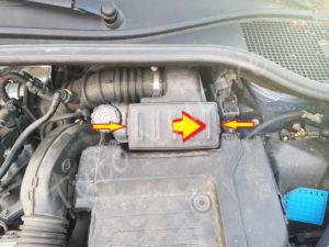 Ouvrir boite filtre à air - Renault Clio 3 - Tutovoiture