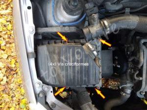 Retirer les fixations vis de la boite à air - Opel Corsa - Tuto voiture