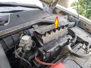 Retirer couvercle filtre à air - Renault Megane 2 - Tutovoiture