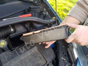 Enlever filtre à air - Renault Clio 3 - Tutovoiture