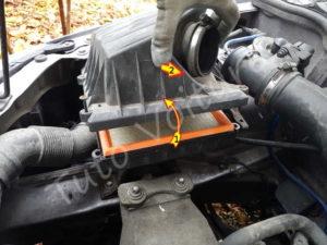 Accéder au filtre à air - Opel Corsa C - Tutovoiture