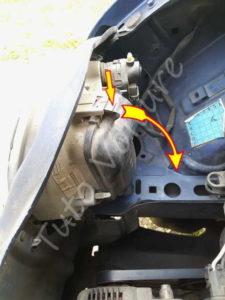Ouvrir compartiment ampoule - Renault Twingo 1 phase 2 - Tuto voiture