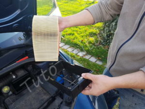 Remplacer filtre à air - Renault Clio 3 - Tutovoiture