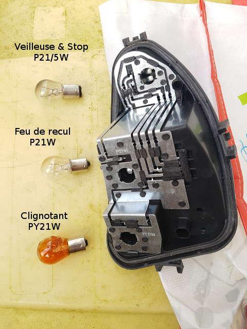 changer ampoule clio 3 changer ampoule feu arriere clio 3 astuces pratiques ampoule feu. Black Bedroom Furniture Sets. Home Design Ideas