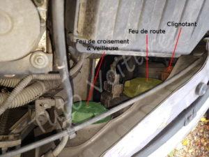 Trouver la position des ampoules feux veilleuse, croisement, de route dans le coffret - Opel Corsa C - Tutovoiture