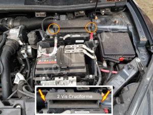 Enlever les 2 vis cruciforme du bloc filtre à air - Renault Mégane - Tutovoiture