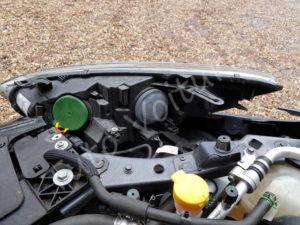 Accéder aux ampoules avant, phare et veilleuse - Renault Megane 3 - Tutovoiture