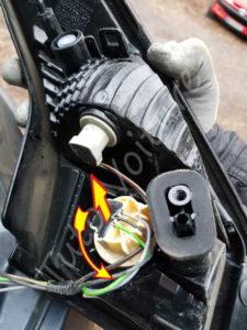 Enlever la fiche du bloc feux arrière - Renault Mégane 3 - Tutovoiture