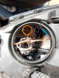 Localiser et changer une ampoule de veilleuse grille - Renault Megane 3 - Tutovoiture