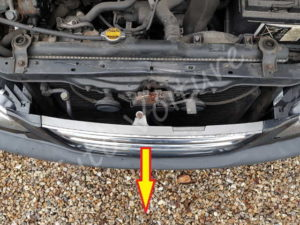 Dégager la calandre - Toyota Avensis 1 - Tutovoiture