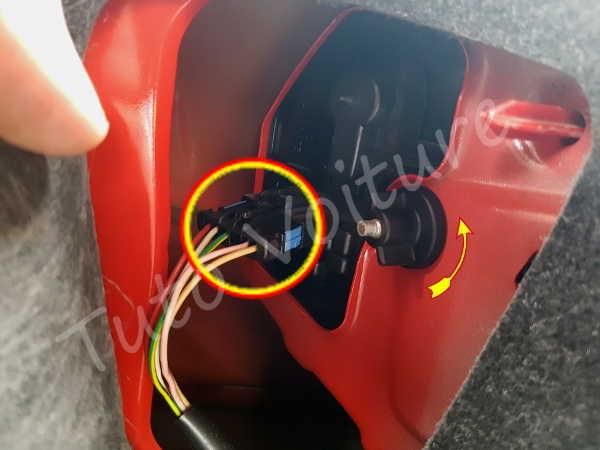 Débrancher feux arrière - Peugeot 206 - Tuto voiture