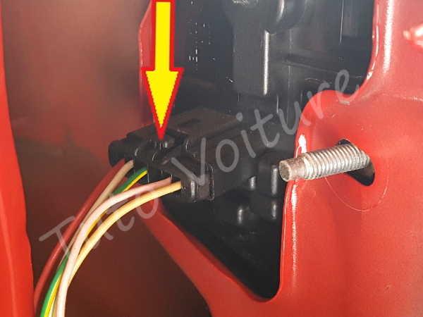 Déconnecter feux arrière - Peugeot 206 - Tuto voiture