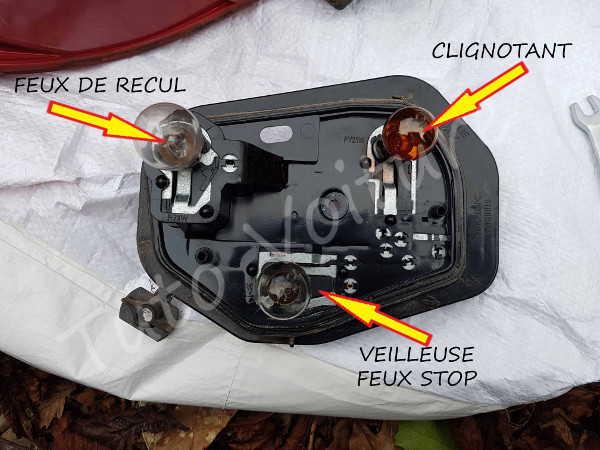 Platine feux arrière - Peugeot 206 - Tuto voiture