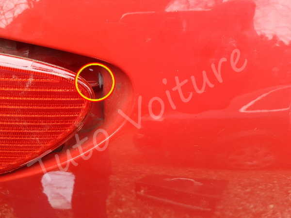 Montage bloc feux arrière - Peugeot 206 - Tuto voiture
