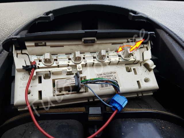 ampoule afficheur de la console centrale comment la changer peugeot 206 tuto voiture. Black Bedroom Furniture Sets. Home Design Ideas