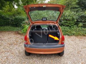 Position fixation bloc feux optique arrière - Opel Corsa B - Tutovoiture