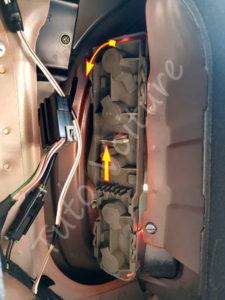 Sortir la platine d'ampoules - Opel Corsa B - Tutovoiture