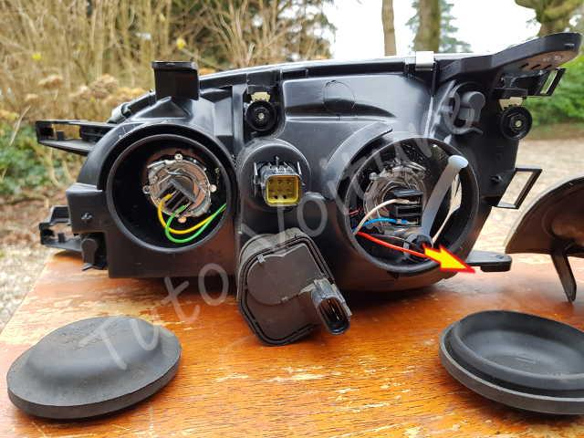 ampoule et bloc feux avant comment les changer tuto voiture. Black Bedroom Furniture Sets. Home Design Ideas