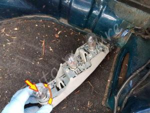 Remplacer ampoule arrière - Ford Fiesta 3 - Tuto voiture