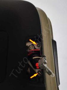 Retirer l'optique arrière du hayon - Volkswagen Tiguan - Tutovoiture