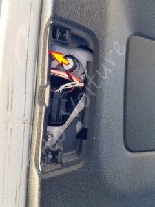Sortir l'ampoule anti-brouillard - Volkswagen Tiguan - Tutovoiture