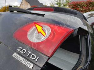 Retirer bloc arrière éclairage coffre - Volkswagen Passat B6 - Tutovoiture
