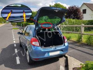 Retirer les 2 capuchons des fixations du 3ème feu stop - Renault Clio 3 - Tutovoiture
