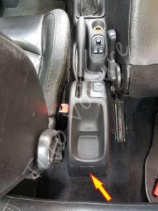 Position de la trappe du frein à main - Peugeot 206cc - Tuto voiture