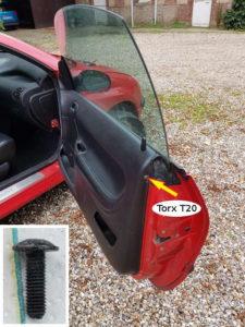 Fixation du flanc du garnissage de porte - Peugeot 206 - Tutovoiture