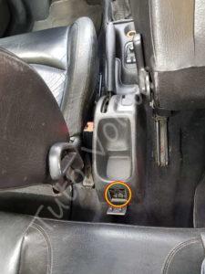 Ouverture accés vis du frein a main - Peugeot 206cc - Tuto voiture