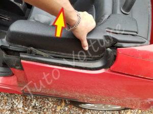 Retirer le cache dossier lateral - Peugeot 206cc - Tutovoiture