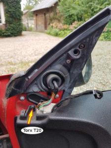 Vis caché de la garniture de porte - Peugeot 206 - Tutovoiture
