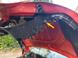 Retrait garniture de coffre - Peugeot 206cc - Tutovoiture