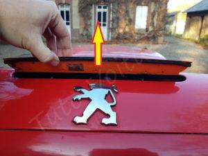 Enlever le bloc du 3eme feu stop - Peugeot 206cc - Tutovoiture