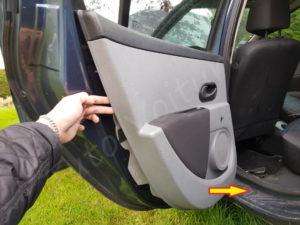 Enlever le panneau de porte - Clio 3