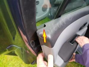 Démonter le panneau de porte - Clio 3