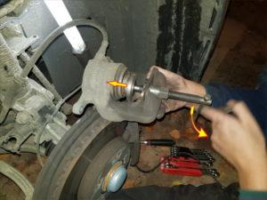pousser le piston de frein mercedes classe A