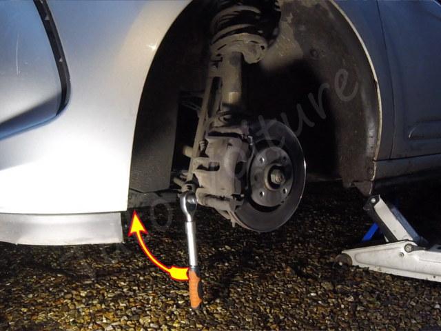 Retirer la vis de l'étrier de frein Citroën DS3