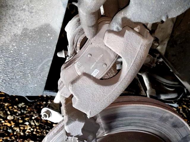 repousser piston avec tournevis