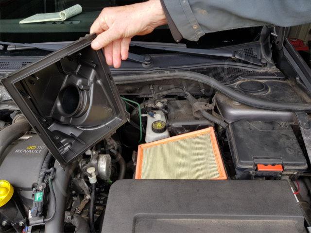 Remplacement du filtre à air - Renault Laguna 2